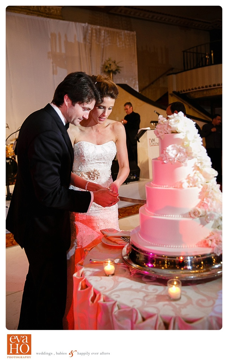 Cake cutting at a Chicago downtown hotel Jewish wedding