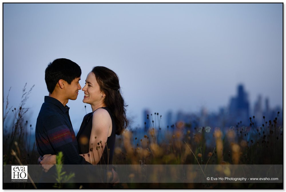 Dusk portrait of a couple with the Chicago skyline in the background