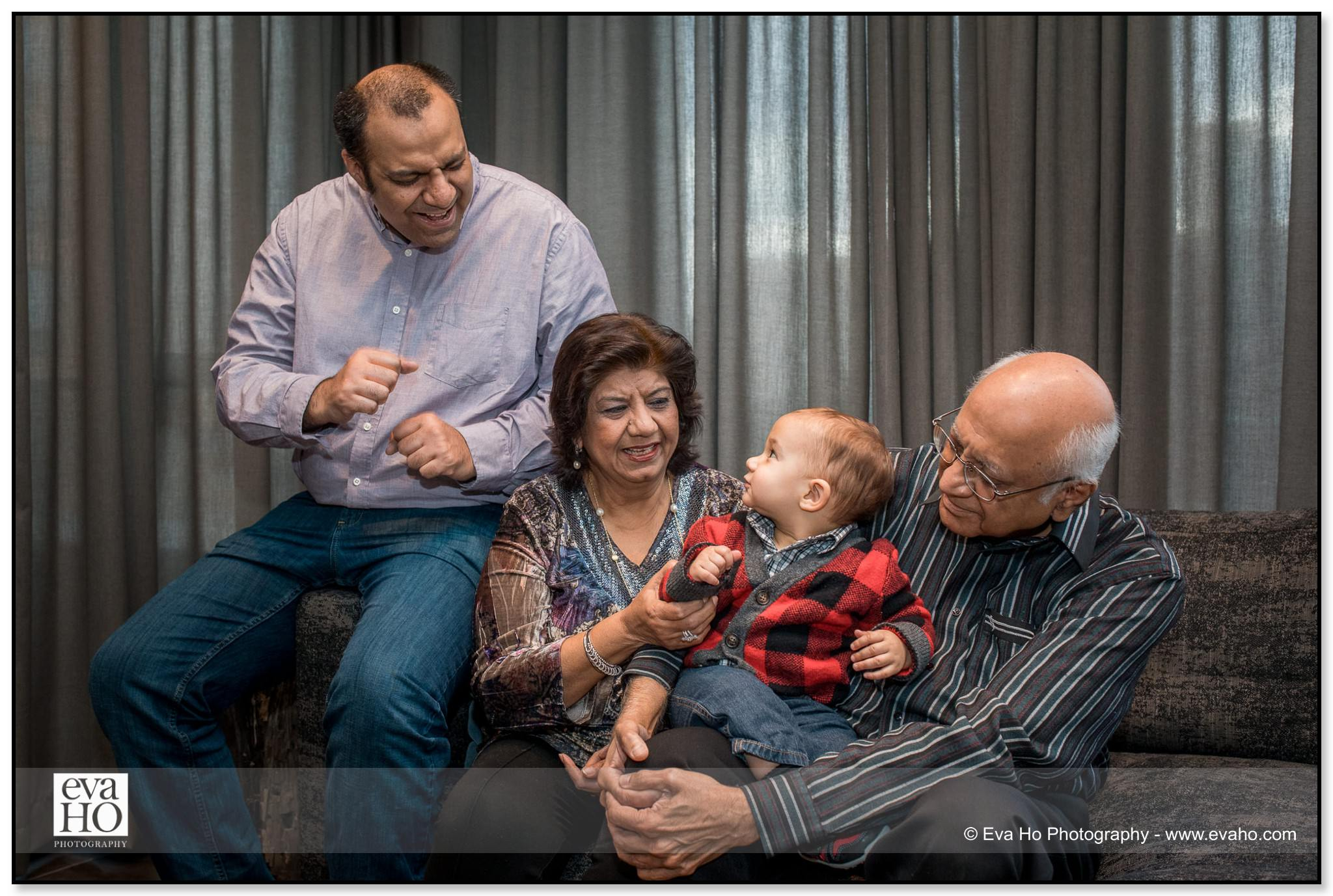 intergenerational family portrait session