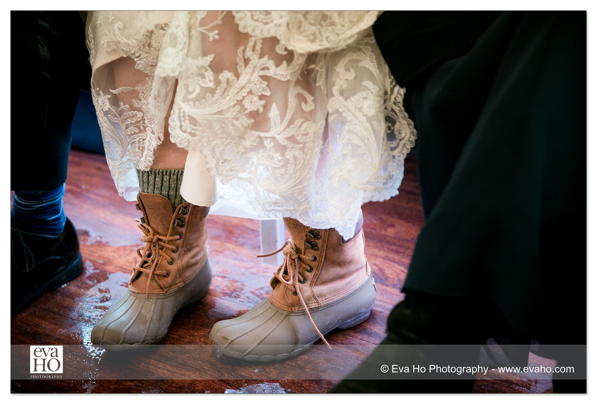 Bride in snowboots
